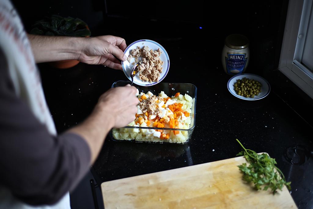 Bow Tie Blue Receta Ensaldilla Rusa con Mayonesa Heinz Realmente Deliciosa_12