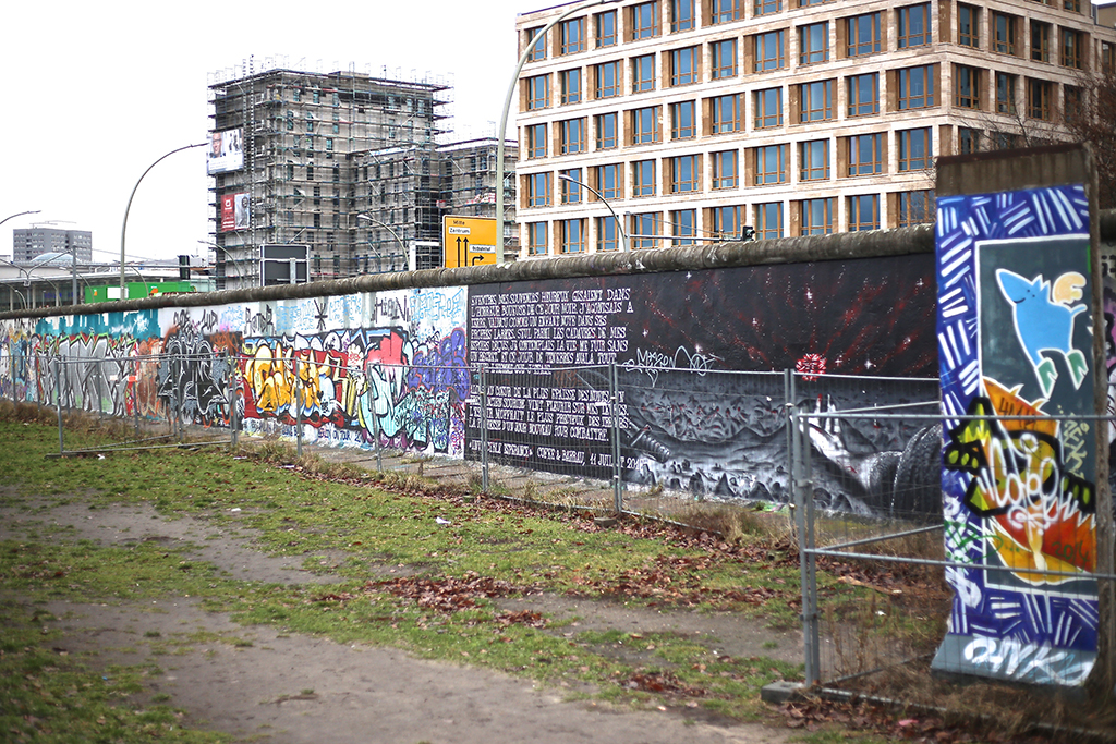 bow-tie-blue-el-muro-de-berlin_4